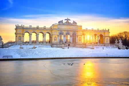 Gloriette in de winter, Slot Schonbrunn, Wenen Redactioneel