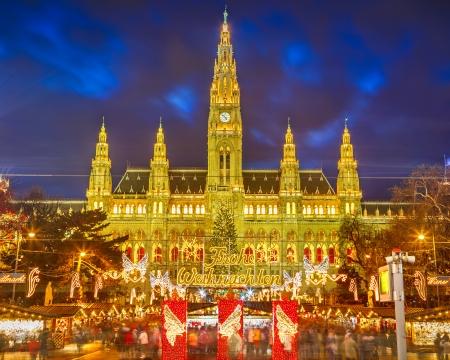 Rathaus en de kerstmarkt in Wenen, Oostenrijk