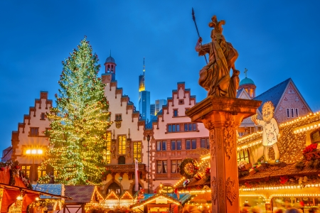 weihnachtsmarkt: Traditional christmas market on Roemer Platz in Frankfurt, Germany Stock Photo
