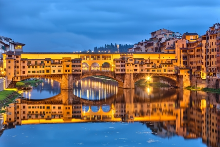 ponte: Bridge Ponte Vecchio in Florence at night, Italy Stock Photo