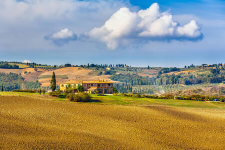 agriturismo: Tuscany landscape at sunny day, Italy Stock Photo