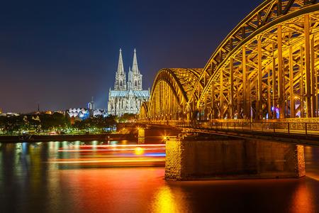 Bekijk op Keulen 's nachts