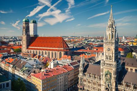 frauenkirche: Luftbild von M�nchen Marienplatz, Neues Rathaus und Frauenkirche