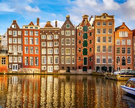 Vieux bâtiments traditionnels à Amsterdam, aux Pays-Bas