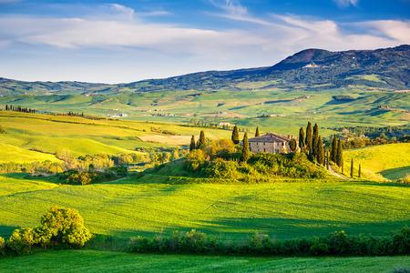 Mooi landschap van Toscanië bij zonsondergang, Italië