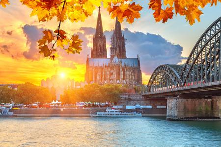 Colonia en la puesta del sol