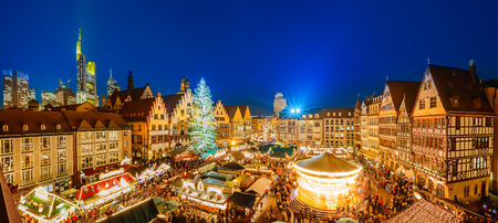 Christmas market in Frankfurt 스톡 콘텐츠