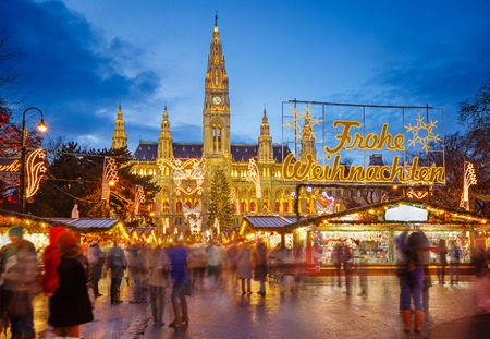 Rathaus and Christmas market in Vienna Stock Photo - 33436389