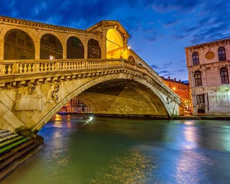 rialto bridge: Rialto bridge at night in Venice, Italy Stock Photo