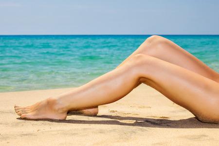 sexy young girl: Женщины ноги на пляже
