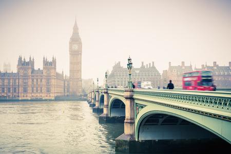 Big Ben et le pont de westminster Banque d'images - 39014739