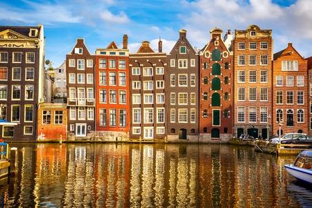 암스테르담, 네덜란드에있는 전통적인 오래된 건물 스톡 콘텐츠