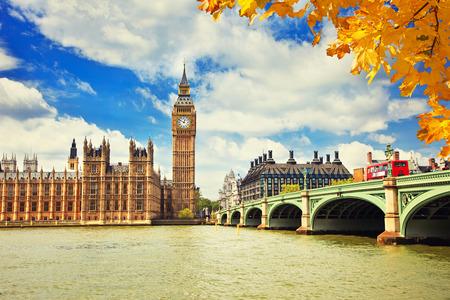 Big Ben y puente de Westminster en Londres Foto de archivo - 44901043