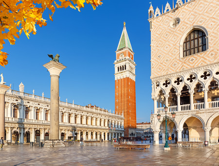 ヴェネツィア、イタリアでピアッツァ サン マルコ 写真素材