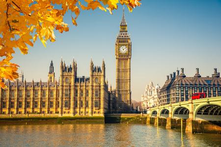Big Ben en Westminster Bridge in Londen Stockfoto