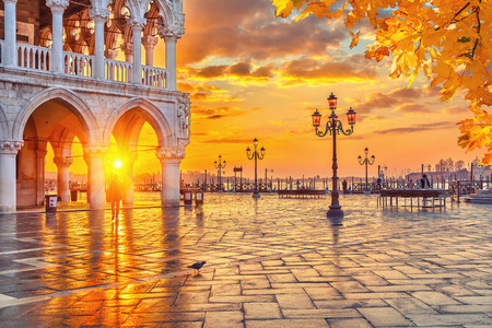 Piazza San Marco at sunrise, Vinice, Italy 報道画像