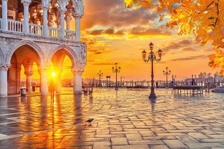 Piazza San Marco at sunrise, Vinice, Italy Redactioneel