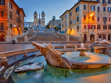 Spaanse Trappen bij schemer in Rome, Italië