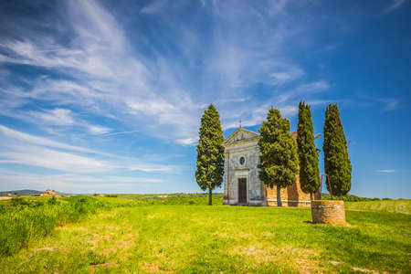 agriturismo: Beautiful landscape with chapel in Tuscany, Italy