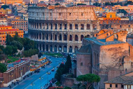 イタリア、ローマのコロッセオのビュー