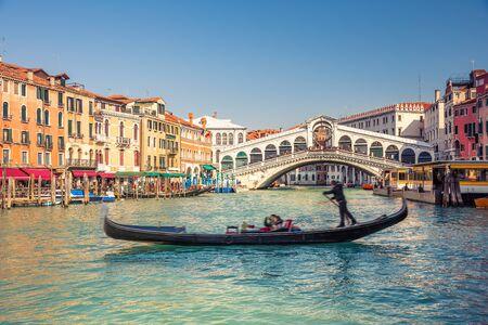 rialto bridge: Gondola near Rialto Bridge in Venice, Italy