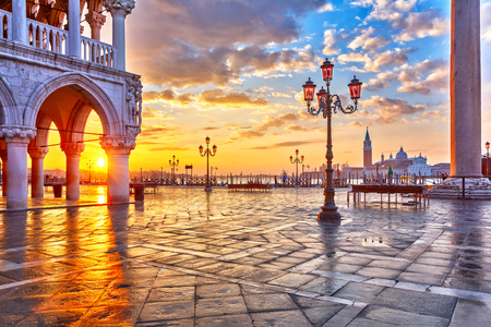 marco: Piazza San Marco at sunrise, Vinice, Italy Stock Photo