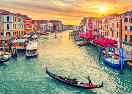 rialto bridge: Gondola near Rialto Bridge in Venice, Italy