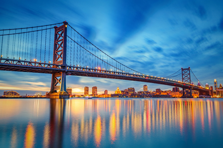 ben franklin: Ben Franklin Bridge in Philadelphia at sunset.