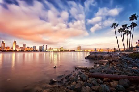 夜のダウンタウンの San Diego 写真素材