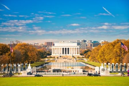 honor: Lincoln memorial and pool in Washington DC, USA