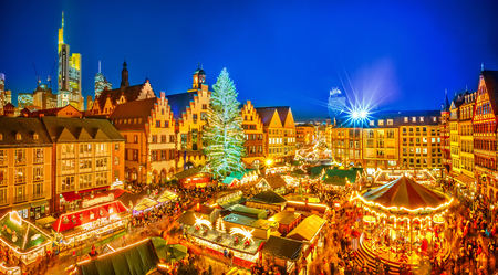 Traditional christmas market in the historic center of Frankfurt, Germany 免版税图像