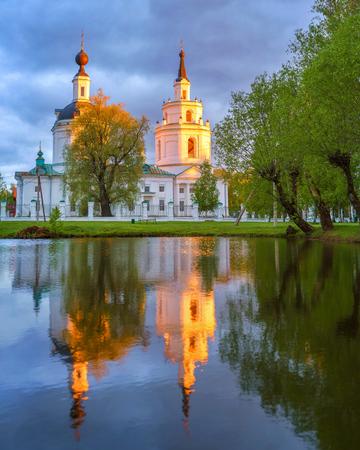 boldino: Russian ortodox church and its reflection in a pond. Boldino, Russia