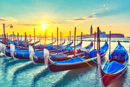 Gondels in Venetië bij zonsopgang Stockfoto