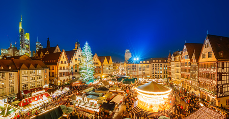 Traditional christmas market in the historic center of Frankfurt, Germany Banque d'images