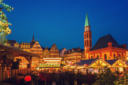 Traditional christmas market on Roemer Platz in Frankfurt, Germany Éditoriale