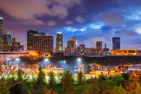 El centro de Los Ángeles por la noche, CA, EE. Foto de archivo
