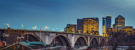 View on Key bridge and Rosslyn skyscrapers at dusk, Washington DC, USA 스톡 콘텐츠