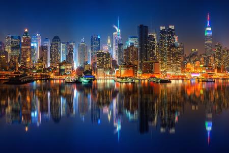 Panoramic view on Manhattan at night, New York, USA 版權商用圖片