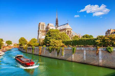 Notre Dame de Paris au printemps, France