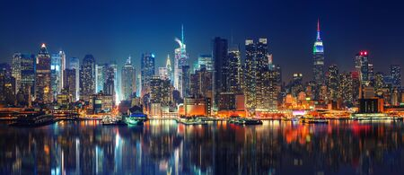 Panoramic view on Manhattan at night, New York, USA Imagens