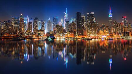 Panoramic view on Manhattan at night, New York, USA Banco de Imagens