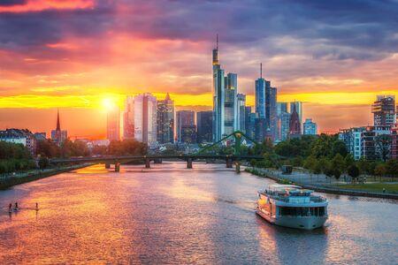 Frankfurt am Mine au coucher du soleil, Allemagne