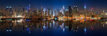 Panoramic view on Manhattan at night, New York, USA 스톡 콘텐츠