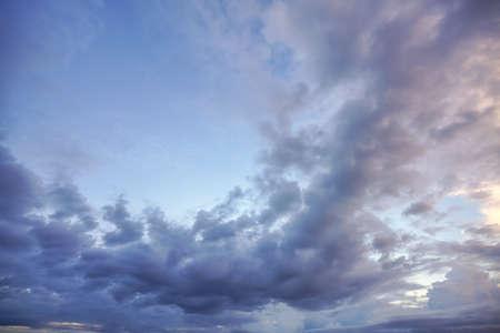 Natural background: dramatic sky at sunset 免版税图像