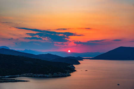 Colorful sunset over sea in Greece 免版税图像