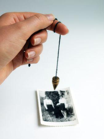 soothsayer: Imagen alternativa conceptual acerca de la b�squeda de personas desaparecidas o la comunicaci�n con el m�s all�.