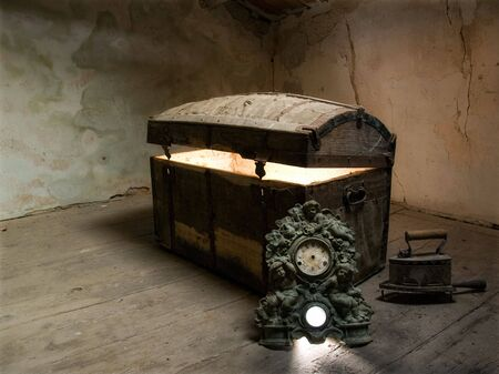 Timeless view of the curiosity which lies at the bottom of the box. Reklamní fotografie