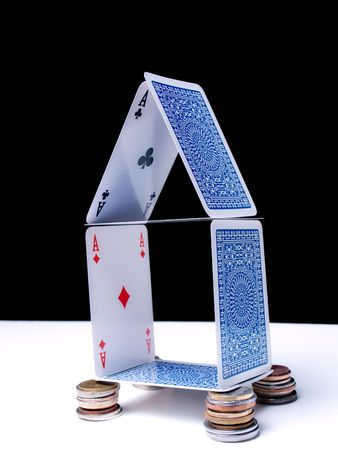 Metaphor about fragile finacial system or risks of crediting ike mortgage... Redaktionell