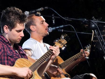 Musiker in Ekstase während des Konzerts. Prezzident Band, Kroatien.
