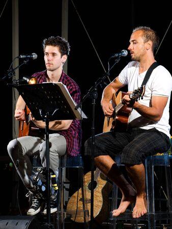 Zwei Mitglieder des Musicals band Prezzident aus Kroatien.